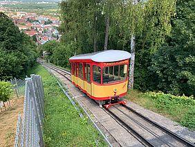 Turmbergbahn fährt den Durlacher Hausberg hoch